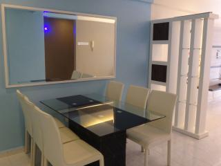 Straits Courts 3 Bedrooms Apartment