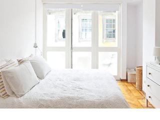 Fabrica House cosy apartment WIFI - Porto vacation rentals