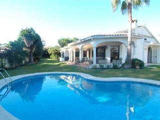4 bedroom Villa in Marbella, Costa del Sol, Capopino - Marbella Area, Spain : ref 2210188 - Artola vacation rentals
