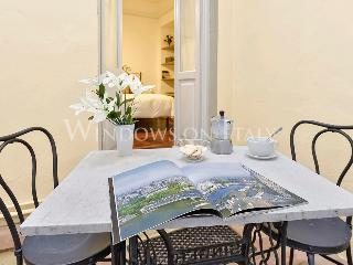 Davanzati Suite - Windows on Italy - Tuscany vacation rentals