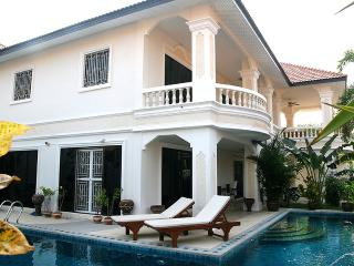 Exclusive Villa with large private pool - Pattaya vacation rentals
