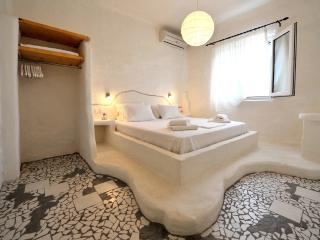 Pure Cycladic-Style Two Bedroom Suite in Pollonia! - Apollonia vacation rentals
