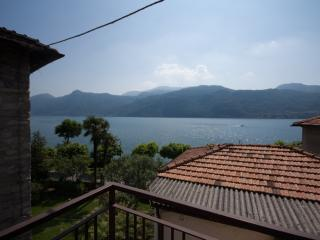Lake shore apartment with beach in Lierna - Varenna vacation rentals