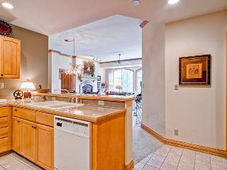 3 bedroom Condo with Elevator Access in Beaver Creek - Beaver Creek vacation rentals