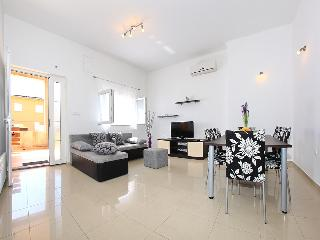 Beautiful 2 bedroom Apartment in Bibinje - Bibinje vacation rentals