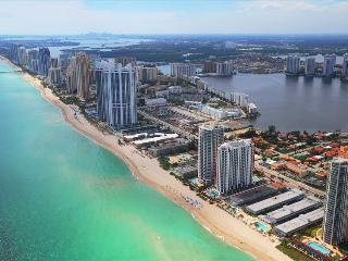 Luxurious 1/1 Ocean View Unit at the Marenas Resort! - Miami Beach vacation rentals