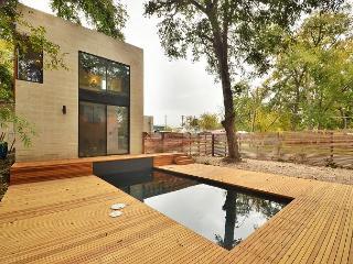 1BR/1BA East Central Design Home w Pool, Deck, near E. 6th & Rainey St. - Austin vacation rentals