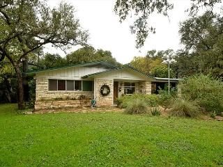 4BR/2BA Huge August discounts Home With Hot Tub, Putting Green & Close Zilker - Austin vacation rentals