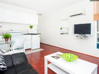 Large Studio Metres To Oxford St+Hyde Park Sleeps4 - Sydney vacation rentals