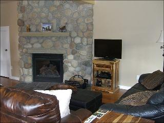 Newly Remodeled & Inviting Townhouse - Incredible Views of Mt. Crested Butte (1377) - Crested Butte vacation rentals