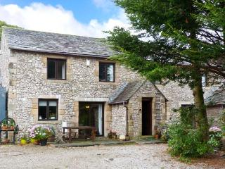 WELLGARTH COTTAGE, family accommodation, en-suite facilities, two sitting rooms, walks from door, in Newby near Appleby In Westm - Watermillock vacation rentals
