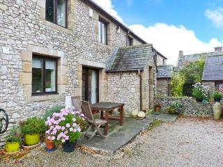 WELLGARTH COTTAGE, family accommodation, en-suite facilities, two sitting rooms, walks from door, in Newby near Appleby In Westmorland, Ref 29450 - Appleby In Westmorland vacation rentals
