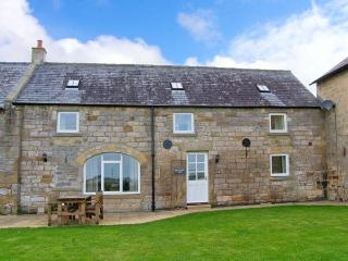 GRANGEMOOR BARN, countryside setting, on working farm, woodburner, ideal touring base, near Scot's Gap and Rothbury, Ref 29926 - Rothbury vacation rentals