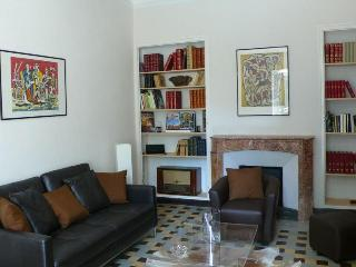 In Avignon, Beautiful House with Pool and Garden, - Avignon vacation rentals