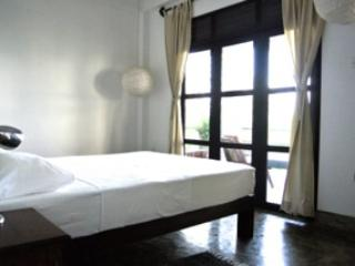 Cozy 2 bedroom Condo in Galle with Deck - Galle vacation rentals