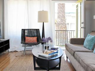 Awesome Beautiful Cottage - Glendale vacation rentals