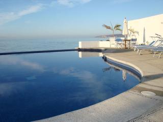 Bucerias Beachfront Condo - Colibri Condominium - Rincon de Guayabitos vacation rentals