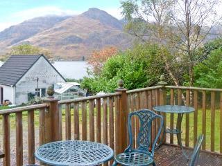 SILVER BIRCH LODGE, Loch views, en-suites, decked balcony, pet-friendly, in Rattagan, near Dornie, Ref. 28024 - Dornie vacation rentals