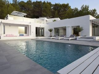 6 bedroom Villa in Cala Tarida, Ibiza : ref 2240092 - Cala Tarida vacation rentals