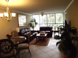 Overlooking pool, 2 bedrm, 2 bath, Beach Blvd - Biloxi vacation rentals