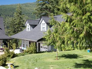 """The Black Salmon""   Lakefront Carriage-House - Chase vacation rentals"