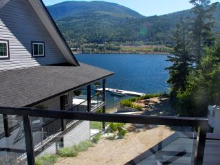 """""""The Black Salmon""""   Lakefront Carriage-House - Chase vacation rentals"""