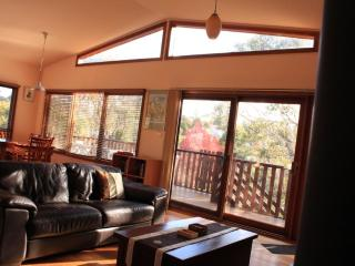 Harrys Lookout - 4 Bedroom cottage in Katoomba, Blue Mountains, NSW - Katoomba vacation rentals