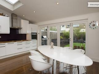 Beautiful 4 bed family home in Fulham - London vacation rentals