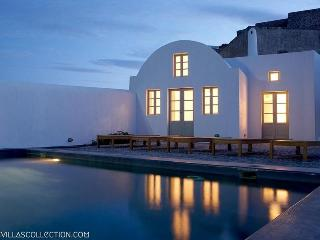 Blue Villas | Fabrica| Minimal design in Santorini - Pyrgos vacation rentals