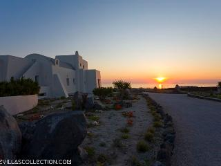 Black Rock - Luxurious 220sqm villa in Santorini - Santorini vacation rentals