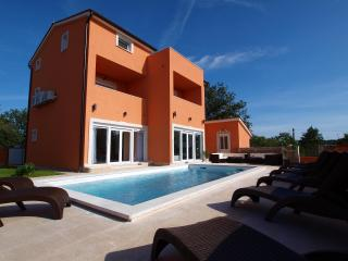 Luxury Villa Style With Heated Swimming Pool - Medulin vacation rentals