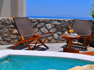 EXCEPTIONAL VILLA IDEAL FOR RELAXING VACATION - Santorini vacation rentals