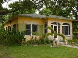 Rustic Mango House and Gardens Downtown FTL (4 BR) - Fort Lauderdale vacation rentals