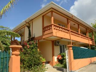Bright 4 bedroom Villa in Beau Vallon with A/C - Beau Vallon vacation rentals