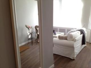 Vacation Apartment in Buxtehude - 861 sqft, central, tranquil, upscale (# 4448) - Buxtehude vacation rentals