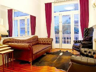 Elegant 2 Bedroom Apartment in Recoleta - Buenos Aires vacation rentals