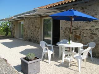 Beautiful 3 bedroom Vacation Rental in Saint-Oradoux-de-Chirouze - Saint-Oradoux-de-Chirouze vacation rentals