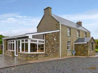 SUAN, detached cottage, woodburner, snooker table, enclosed gardens, near Ring of Kerry and Ballinskelligs, Ref 12747 - Ballinskelligs vacation rentals