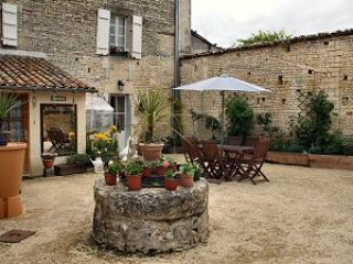 B & B in the heart of the Piotou-Charentes. - Poitou-Charentes vacation rentals