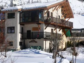 Cozy House in Serre-Chevalier Ski Resort - Le Monetier-les-Bains vacation rentals