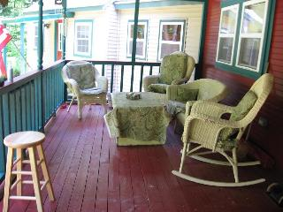 Clean Cozy house awaiting for you and ? 125.00 p/n - Sugarloaf vacation rentals