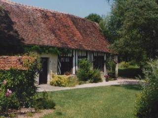 Manina cottage,green,full of flowers surroundings and very quiet - France vacation rentals