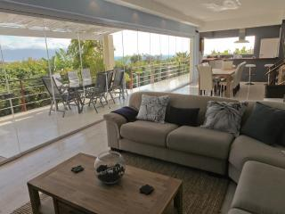 PINGUSHOUSE LUXURY VILLA WITH POOL IN SIMON'S TOWN - Simon's Town vacation rentals