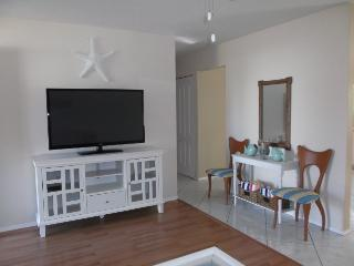Home on Canal-3BR/2BA-Minutes from Beach-Sleeps 10 - Sebastian vacation rentals