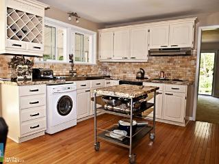 Beautiful 4 acres minutes to Downtown Barrie - Barrie vacation rentals