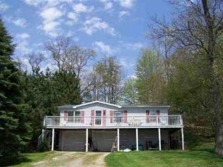Nice House with Deck and A/C - Shipshewana vacation rentals