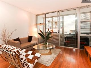 Sydney City Pet Ok Executive Style Apart Sleeps 4 - Sydney vacation rentals