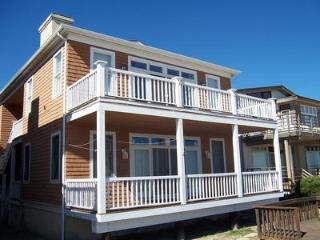 Bright 4 bedroom Ocean City Apartment with Deck - Ocean City vacation rentals
