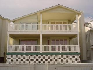 Wonderful 4 bedroom Ocean City Apartment with Deck - Ocean City vacation rentals