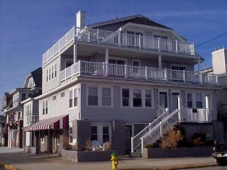 Cozy 2 bedroom Condo in Ocean City with Internet Access - Ocean City vacation rentals